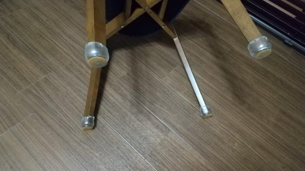 足先が四角の椅子